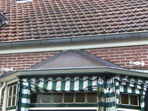 Onderhoudwerkzaamheden + terrasaanleg met doorgang naar binnen te Broek op Langedijk.